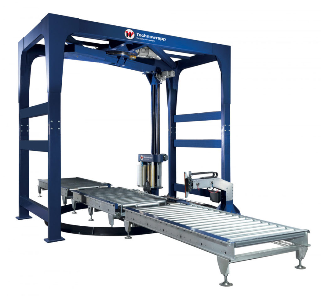 Automatic stretch wrapping machine with rotary arm and centripetal contrast ring